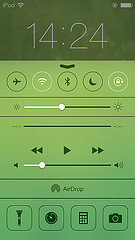 IMG_iOS7 ロック画面(懐中電灯、タイマー、電卓、カメラなど